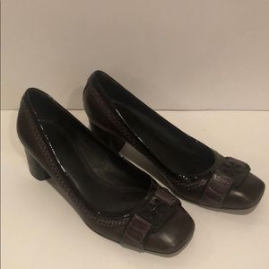 Square toe round heel shoes